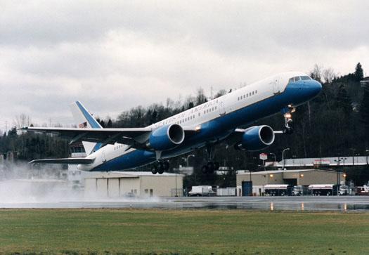 C-32 - C-32 take-off.