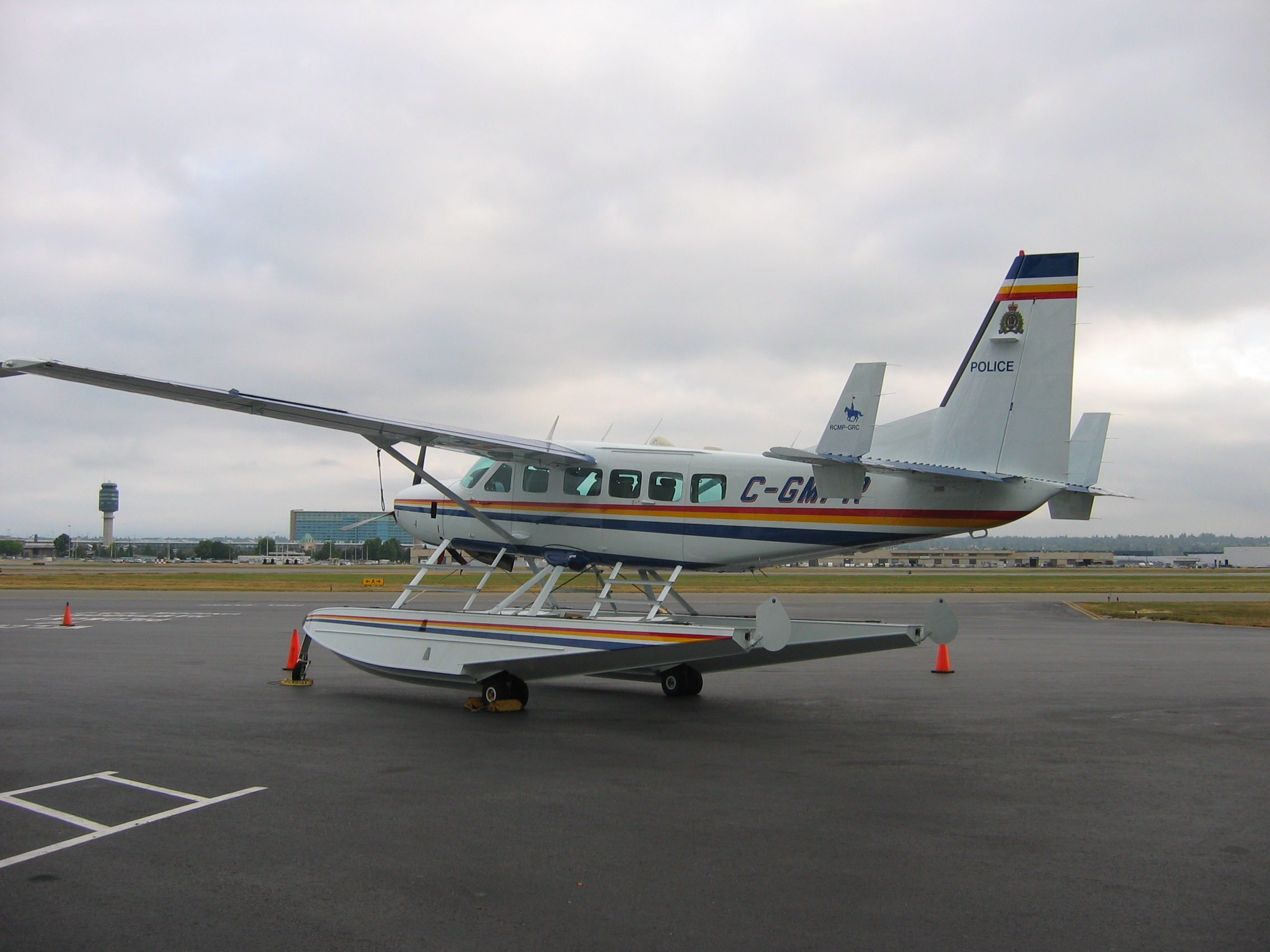 Cessna 208 Caravan - Cessna 208 Caravan with amphibious floats