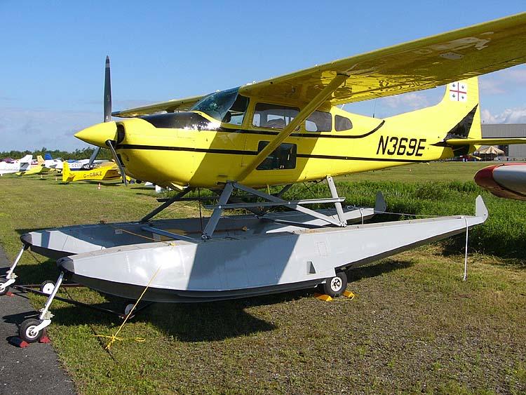 Cessna A185F Skywagon - Cessna A185F Skywagon on amphibious floats