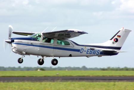 Cessna 210 Centurion -